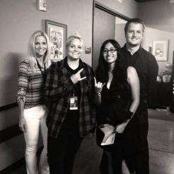 Nikki, Katelyn (@Katelyn26), Susy (@susynthemsnger), & Kevin (@kevinselder) backstage.