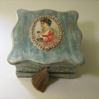 дървена кутия за бижута и помени