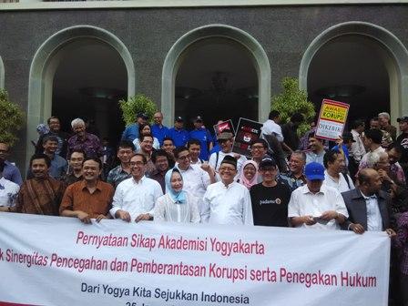 Akademisi Yogyakarta gelar aksi pernyataan sikap di UGM, (24/01).