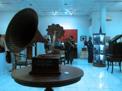"""Beberapa mode Gramophone yang ditampilakan dalam pameran """"Corong Bernyanyi"""". (Foto: Nawank)"""