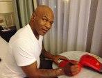 Mike Tyson transmet ses gants de boxe aux enchères