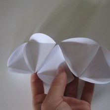 Guide til foldning og limning af en papir bold / kugle