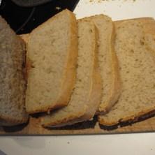 brødskiver fra en bagemaskine