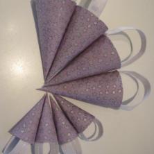 Hjemmelavede decoupage kræmmerhuse beklædt med det fineste lilla stof med sølvstjerner