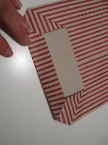 Hvordan man folder bunden på en nem, hjemmelavet papirpose
