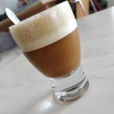 iskaffe med kondenseret kokosmælk