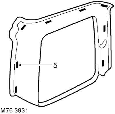 Верхняя декоративная панель багажного отделения 5-дверного