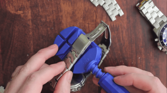 how to resize a watch with a link removal tool - line up the pin