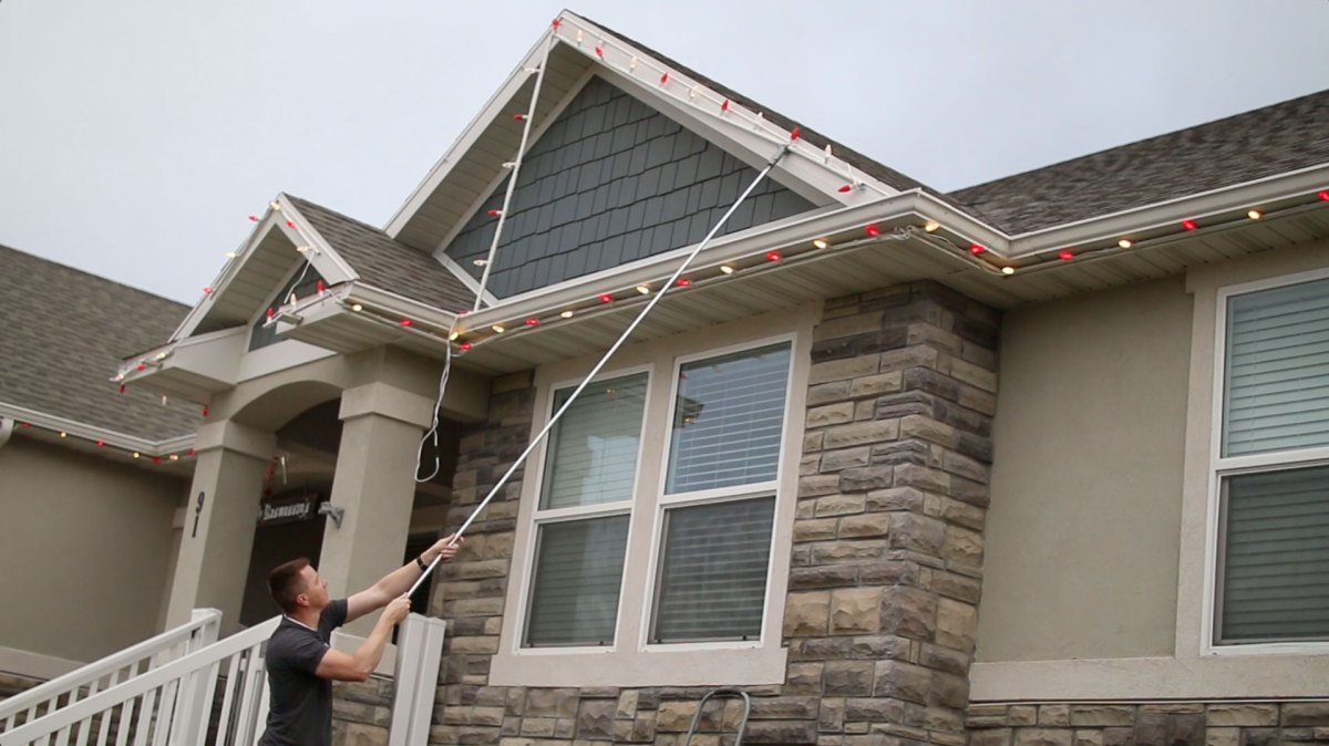 The best way to put up christmas lights diy home - Exterior christmas light hangers ...