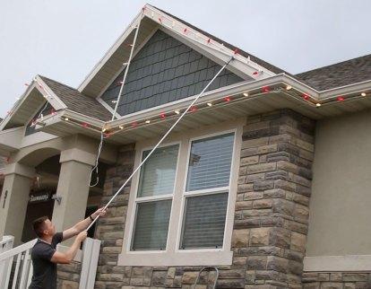 best-way-to-hang-christmas-lights