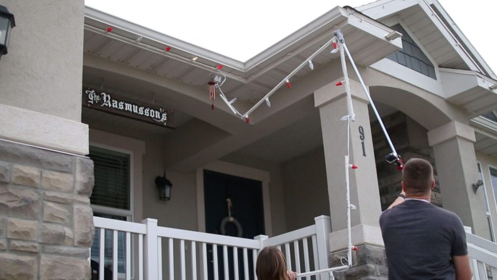 The Best Way To Put Up Christmas Lights Diy Home