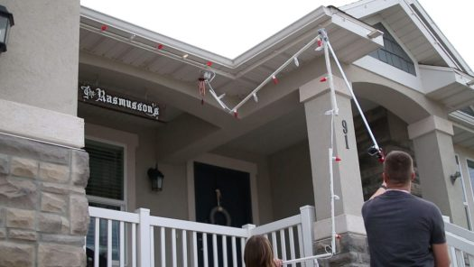 easiest-way-to-put-up-christmas-lights