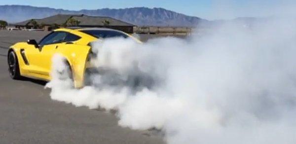 Corvette Girl Wallpaper Burnout C7 Corvette Z06 Roasts The Tires In Slow Motion