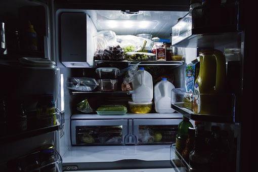 Kühlschrank Licht : Im kühlschrank brennt noch licht lutz spilker direkt