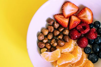 Image of a plate of fruit representing how some people with LS treat with alternatives such as diet and lifestyle.