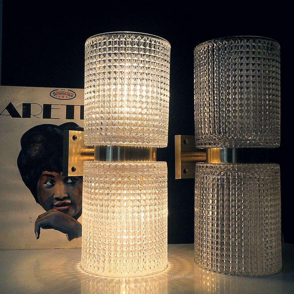 Paire d'appliques du designer suédois Carl Fagerlund en laiton et cristal vers 1960. Une référence du design scandinave. En vente chez ltgmood galerie de luminaires vintage à Paris
