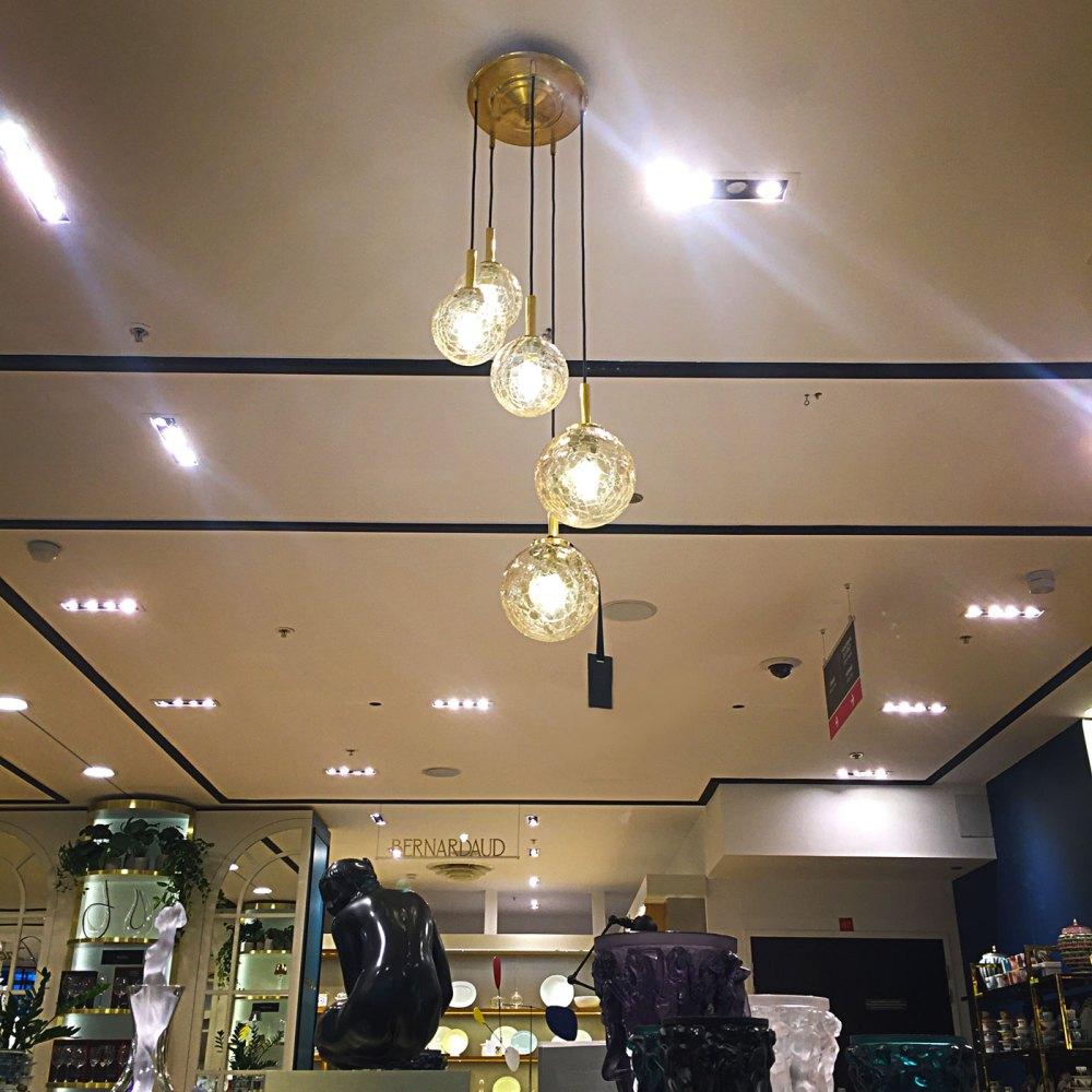le printemps et ltgmood est l'invite du luminaire au magasin printemps haussmann