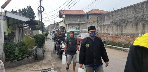 PAC Pagar Nusa Babakan Ciparay Berserta Warga Swadaya Penyemprotan Disinfektan