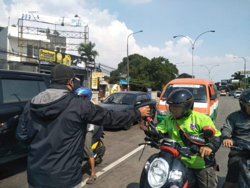 Pimpinan Anak Cabang Pagar Nusa Kecamatan Babakan Ciparay Bagikan 5.000 Masker