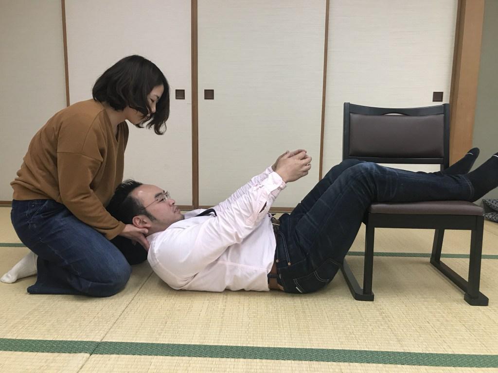 頸部屈曲からの回旋運動リハビリ運動療法