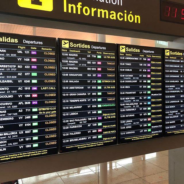 バルセロナ空港・出発案内