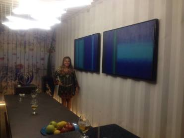 Lu Abreu e suas obras no Evento de Lançamento da Casa Constuir