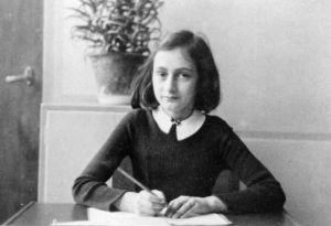 Kiállításmegnyitó: Anne Frank – történelem a mának