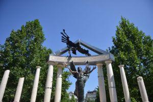 Hogyan emlékeznek az emlékművek? Emlékezetpolitikai séta Rényi Andrással