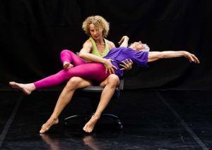 90 éves holokauszt-túlélő táncol a színpadon