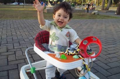 criança brincando no parque