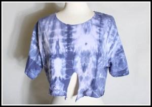 blusa pintada2 300x210 - FAÇA VOCÊ MESMA UMA TRANSFORMAÇÃO EM SUAS ROUPAS