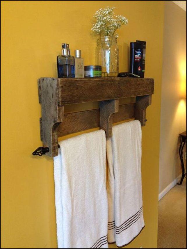 porta toalhas de pallets etsy.com .com 001 - COMO DECORAR SUA CASA GASTANDO POUCO COM PALLETS E CAIXOTES