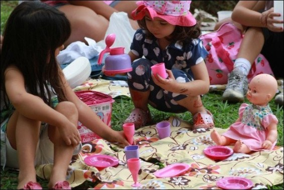 crianças brincando 7 - COMO ESCOLHER O BRINQUEDO PARA O DIA DAS CRIANÇAS