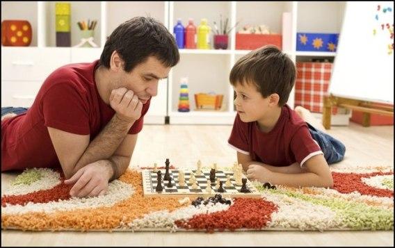 criancas-brincando-com-a-familia-1