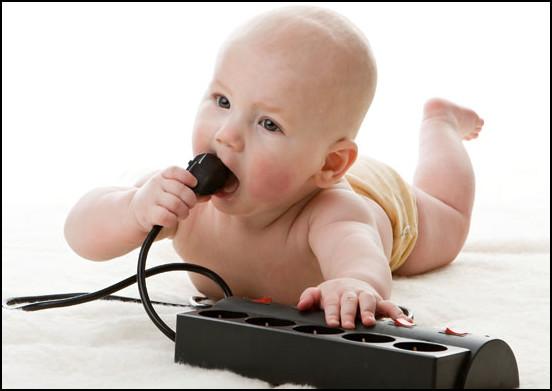 criancas e tomadas elétricas - DICAS DE SEGURANÇA PARA A PREVENÇÃO DE ACIDENTES COM AS CRIANÇAS