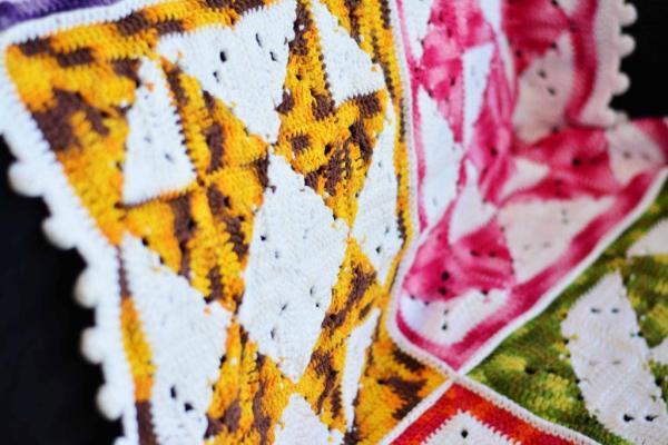 manta multicolorida.1 1024x683 - JOGOS DE BANHEIRO DE CROCHÊ COM GRÁFICO E RECEITA
