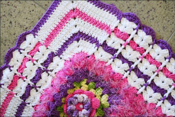 tapete lilás com rosa.1 jpg 1024x684 - TAPETES DE CROCHÊ COM GRÁFICOS E RECEITAS MODELOS 2017