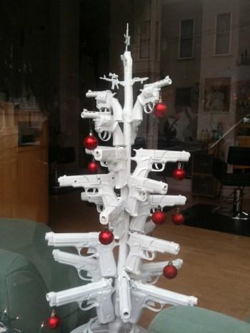 GUN-CHRISTMASTREE