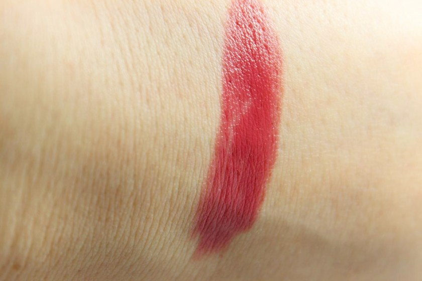 "essence Longlasting Lippenstift ""04 On the Catwalk!"" (Swatch)"
