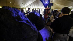 Scale_model_of_Rosetta_s_comet