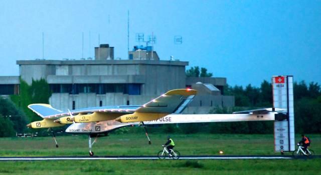 കടപ്പാട് : https://commons.wikimedia.org/wiki/File:SolarImpulse_HB-SIA_landing_Brussels_Airport_3-crop.jpg