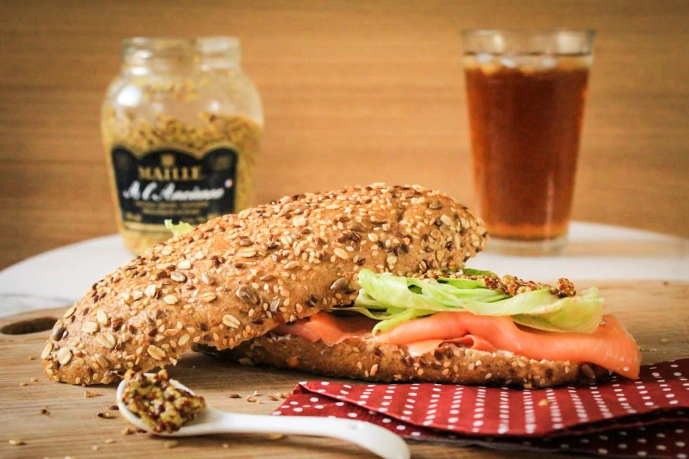 sanduiche salmão defumado e cream cheese