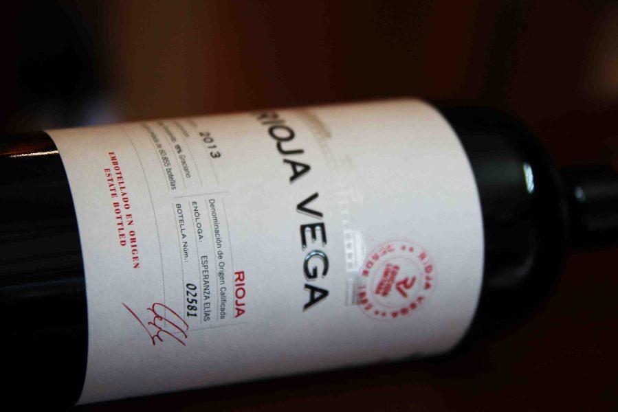 Trong những năm gần đây rượu vang nhập khẩu từ Tây Ban Nha đang chiếm lĩnh thị trường nước ta một cách.