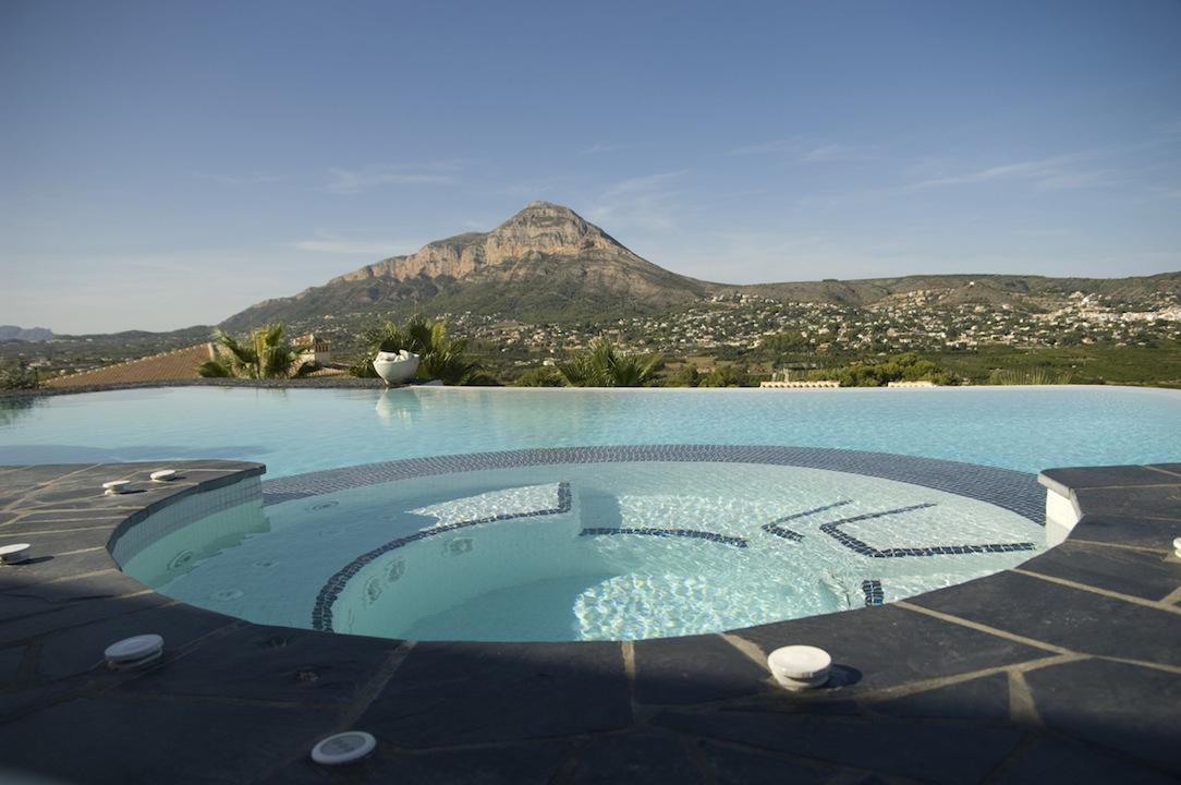 Un spa en la piscina  Lucas Gunitec