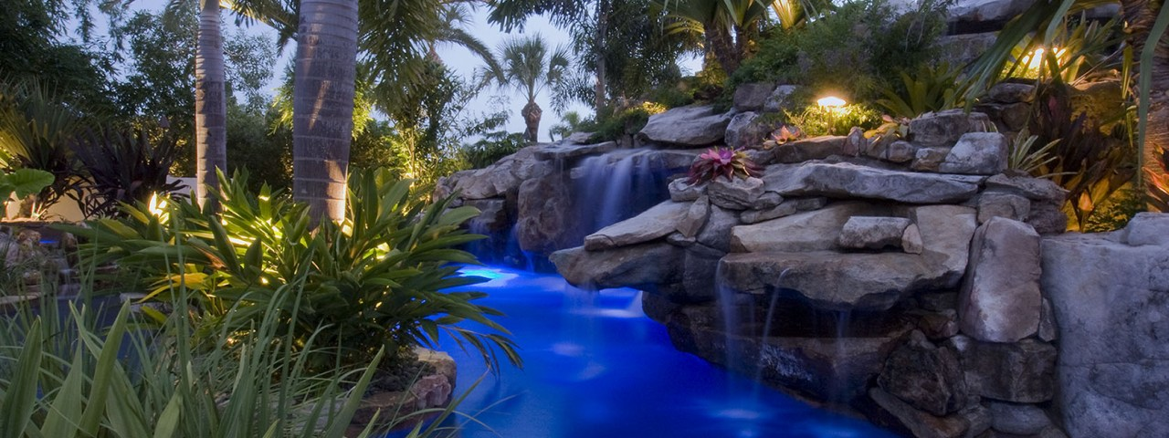 Massive Lagoon pool with grotto, planters and spa