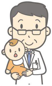 お医者さんに抱っこされる赤ちゃん