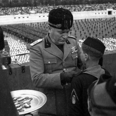 """Archivio Luce, Reparto Attualità, servizio fotografico n. 250 del 24.05.1937, """"Roma - Foro Mussolini - Il Duce assiste alla XI leva Fascista - Manifestazioni saggio ginnico sportivo ONB"""""""