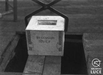 Fig. 17. Archivio Luce, Reparto Attualità, servizio fotografico n. 17 del 29 gennaio 1936, Roma. Posa prima pietra città cinematografica a Torrespaccata presente S.E. Mussolini