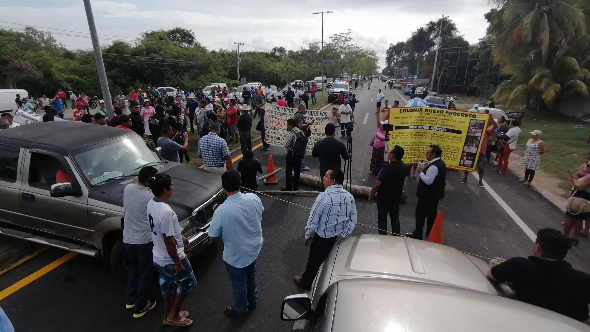 Manifestantes bloquearon la carretera federal Chetumal-Bacalar; afectan  economía