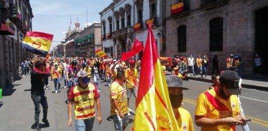 Aficionados protestan por posible mudanza de Monarcas